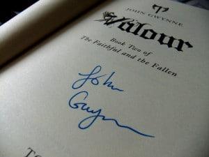 John Gwynne: Valour Signiert auf der Titelseite