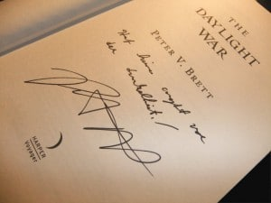 Peter V. Brett: The Daylight War Signierter UK-Hardcover Lined: Jay - hat keine Angst vor der Dunkelheit!