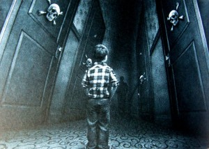 Stephen King: The Shining Illustration von Vincent Chong Danny in einem Gang des Overlook Hotels