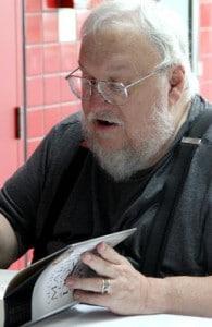George R. R. Martin beim Signieren LONCON 3 (London, 2014)