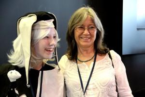 Robin Hobb mit Narr auf dem LONCON 3 August 2014