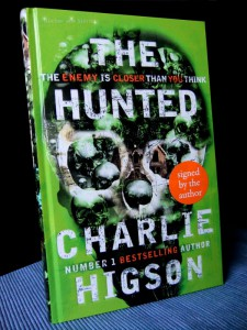 Charlie Higson: The Hunted  Enemy-Serie Buch 6 UK-Hardcover Penguin Books (2014)