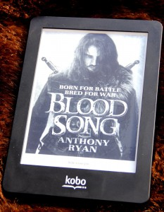 "Kobo Glo mit ""Blood Song"" von Anthony Ryan"