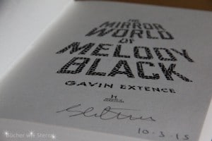 Gavin Extence: The Mirror World of Melody Black Titelseite mit Signatur, Libellen im Kopf