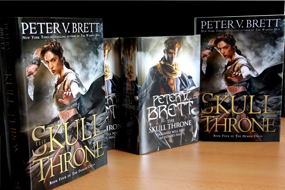 Peter V. Brett: The Skull Throne US-Ausgabe (Del Rey, 2015) UK-Ausgabe (Harper Voyager, 2015)