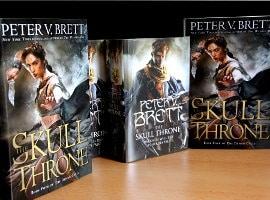 Neu eingetroffen: The Skull Throne von Peter V. Brett (limitierte Ausgaben)