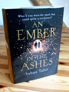Sabaa Tahir: An Ember in the Ashes UK-Hardcover Harper Voyager (2014)