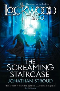 Jonathan Stroud: The Screaming Staircase UK-Hardcover/Paperback Doubleday (2013), Die Seufzende Wendeltreppe