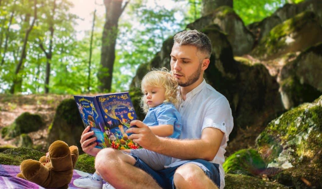 Kinder lesen gerne zusammen mit den Eltern.