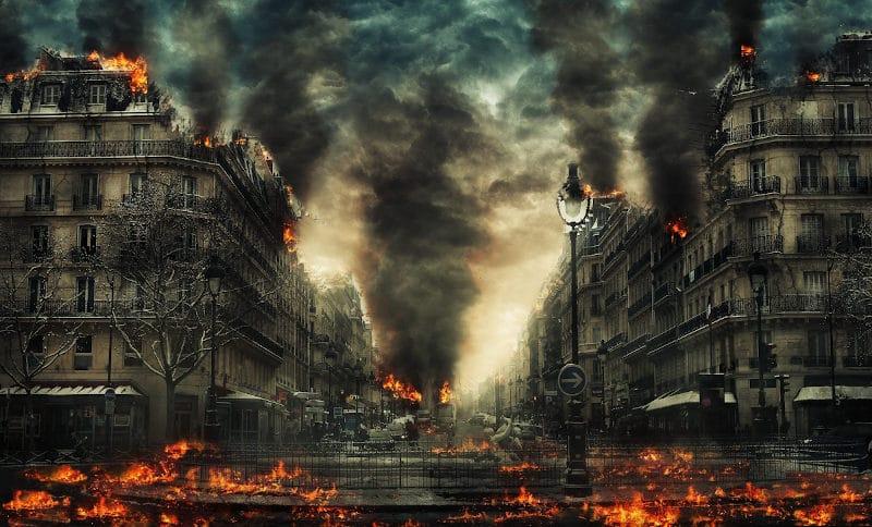 """Brennende Städte sind auch Teil des Romans """"Der Finder"""" von Michael Schreckenberg."""